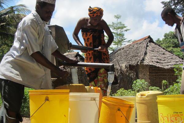 image of man and woman using handpump in Kenya